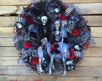 Halloween Wreath, Bride and Groom Halloween Wreath, Skeleton Wedding, Skeleton Wreath, Skeleton Halloween Wreath