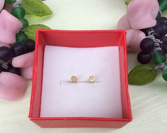 Tiny silver dots. Size 3 mm. Brass and silver studs