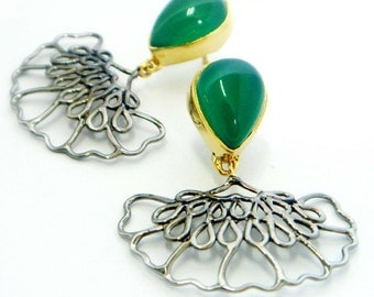 Dangle Earrings With Green Chalcedony In Gold Plated