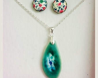 Green Leaf Porcelain Pendant Necklace and Earring gift set