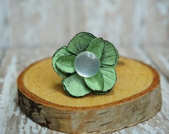 Green Metal Flower and Pearly Button Ring