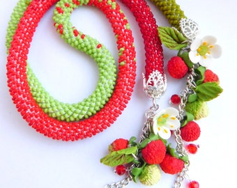 Women gift Red green necklace Berry necklace Beaded necklace Seed bead jewelry Strawberry necklace Gift for her Birthday gift Summer jewelry