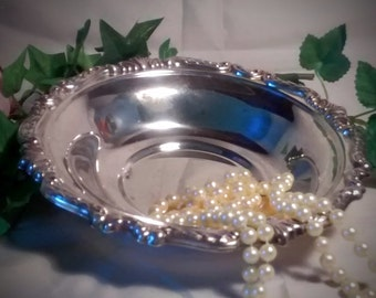 ONEIDA Sheridan Edge Vintage  Shabby Silverplate 8 Inch Round Candy Dish