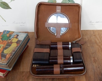 A Vintage Mens Travelling Vanity / Grooming Kit, retro, collectable, vintage grooming kit.