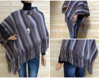 Knitting Pattern: Trendy poncho with fringes