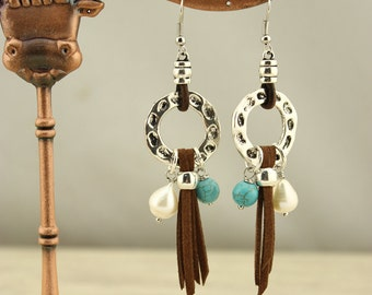 Leather pearl earrings,pearl earrings,freshwater pearl earrings,pearl leather earrings,dangle earrings,handmade pearl earrings,gift,WYJ-E114