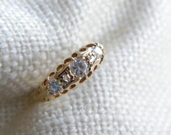 Stunning Victorian 18ct Gold white stones ring ~ small diamonds ~inA869