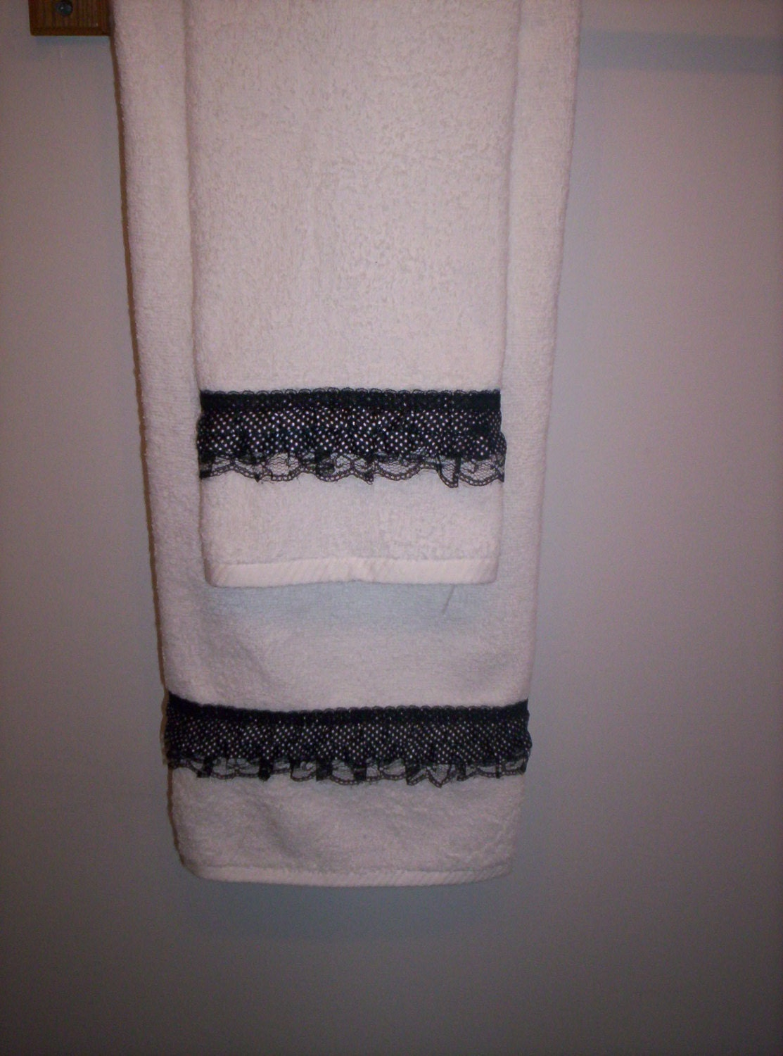 Decorative bath towel set black white by affordablegiftsbylj for Bathroom decorative towels