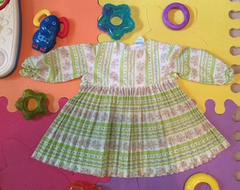 Pretty vintage  girls Sunday dress 9-12 size.