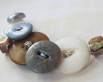 Vintage Button Necklace - Beachy