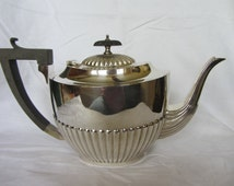 Elegant Vintage English EPNS silver plate tea pot. Bakelite handle and knob. Classic Georgian half fluted 2 pint 6 cup teapot.