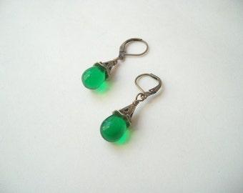 Czech glass earrings, green teardrop earrings, emerald green glass, glass teardrops, green glass drops, transparent green, antiqued gold