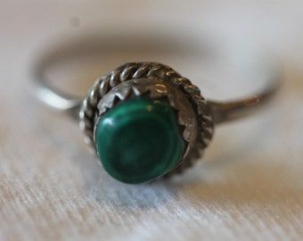 Mexico vintage sterling silver green malachite stone ring size 5.25