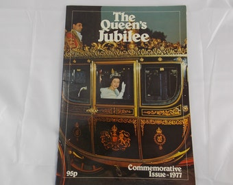 The queens jubilee 1977 commemorative issue 22 pages fotos of royal family, their coaches residences ship britannia informal family fotos