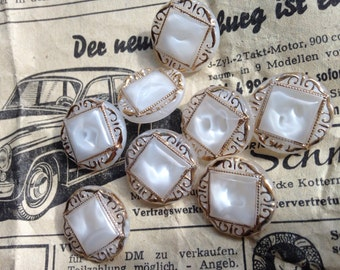 8 beautiful white gold / glass buttons - beautiful pattern - moonglows-
