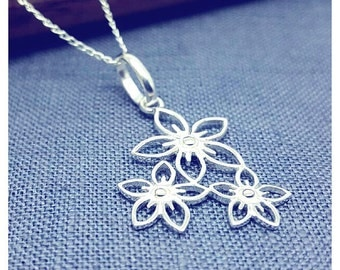 Three flower charm necklace
