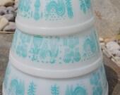 Vintage Vintage Pyrex Nesting Bowls, set of three Butterprint Amish, 401, 402, 403 - retro kitchen, turquoise on white