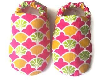 Seashell baby booties, Seashell baby shoes, scallop baby booties,mermaid baby shoes, crib shoes, newborn baby booties, baby girl