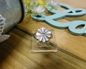 Beautiful Mother of Pearl Flower Inlay Sterling Silver Ring Size 8