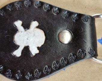 Masonic Key fob, skull and cross bones with small square and compasses border color black .  (0013)
