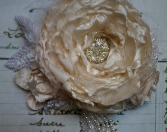 bridal accessory,Shabby brooch/corsage,hair accessory,cream,handmade,textile art,vintage lace,victorian fabric flower