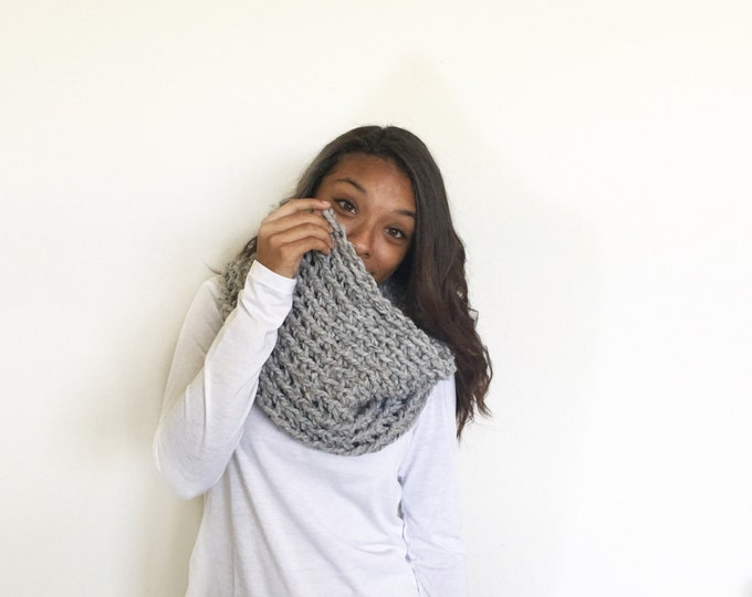 Chunky Knit crochet Cowl Infinity Scarf//in Grey Marble