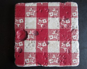 Set of 4 tumbled stone coasters with red and white gingham fabric design. Also comes in blue & white.