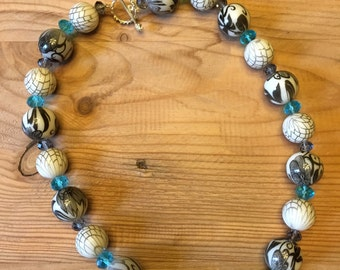 Grey/white bead necklace