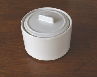 Simple White Ceramic Dish with Lid