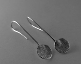 E12- Elegant silver disc earrings