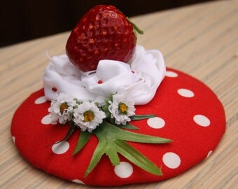 """Fascinator PolkaDots red white with Strawberry on """"Cream"""", flowers and leaf"""