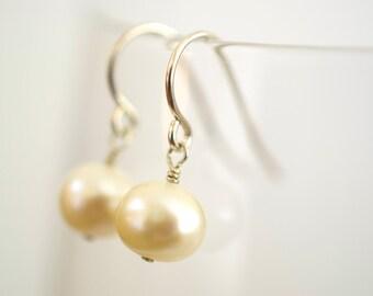 Pearl Earring/ Freshwater Pearl Earring/ Small Drop Earring/ Dainty Earring/ Bridesmaids Gift/ Wedding Jewelry