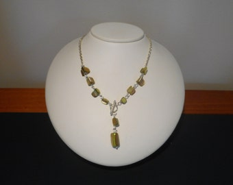 Green shell Y necklace