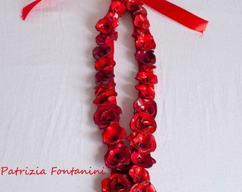 chain of red flowers