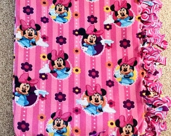 Minnie Mouse Themed No Sew Fleece Blanket