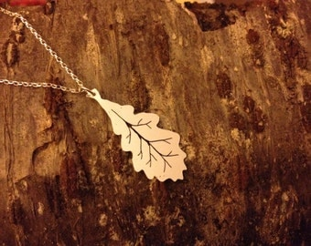 Fine silver oak leaf on a classic silver chain