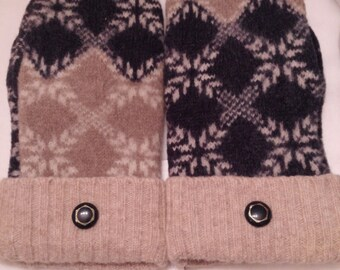 Blue and beige wool mittens