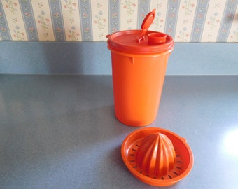 Tupperware NEW One Quart Pitcher with Juicer