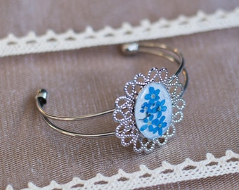 Bracelet forget me-not flowers resin, pressed flowers bangle, gift natural jewelry