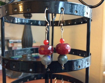 Silver earrings with agate, labradoriten and carneolen.
