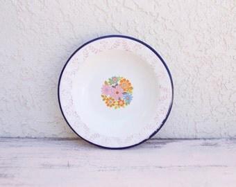 EIGHT VINTAGE 50s TrEs floral enamelware bowls Monterrey Mexico