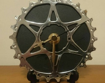 Desk Bicycle Clock - Single sprocket - Unique gift for cyclist