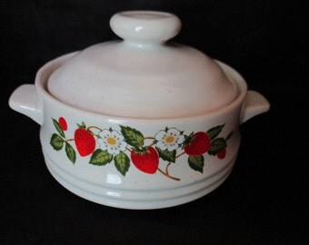Adorable 1970's Sheffield Strawberries N Cream Individual Stoneware Strawberries and White Daisies