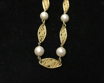 Vintage Necklace, Goldtone with Pearl Like Bead