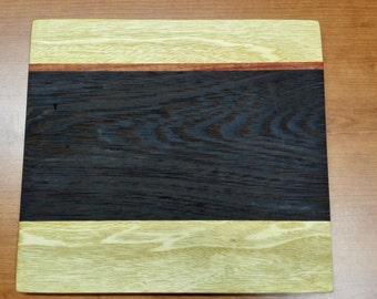 Handcrafted solid wood cutting board 25 x 27 x 1.5 cm