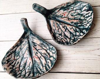 Ceramic plates leaves