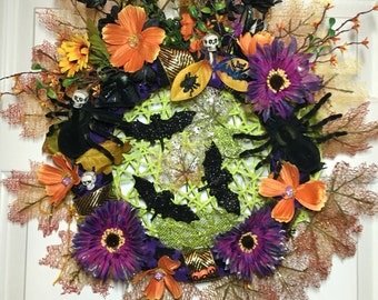 Halloween Wreath with spiders, spider web, bats, skulls, and more! Fall wreaths, trick or treat, halloween wreaths.