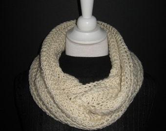 Infinity scarf 'Juliet' white broken natural