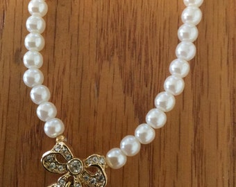Set of Bow Pearl Necklace and Bracelet