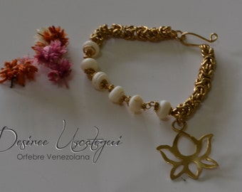 The Buena Vibra pearl bracelet and Lotus Flower